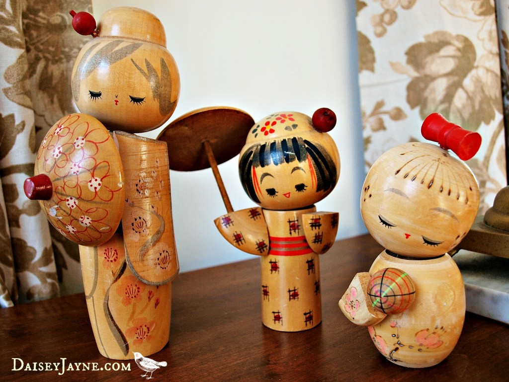 my sweet Kokeshi dolls, if I could only stay that calm while working on my blog